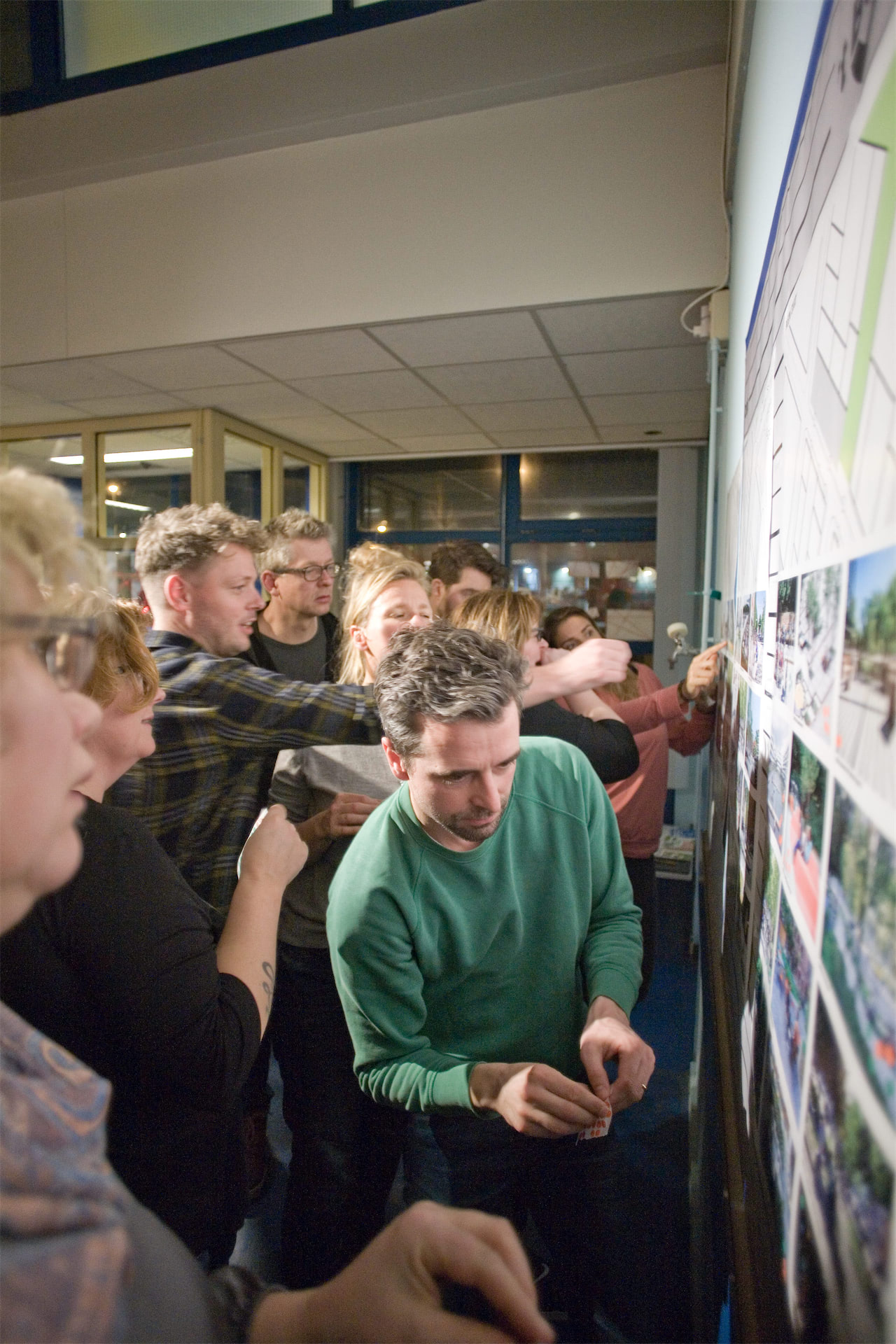 For the first time ever, the City of Amsterdam has given local citizens and stakeholders the opportunity and responsibility for the design of an entire neighbourhood: Klaprozenbuurt. We joined forces with BETA architects and B+B landscape architects to develop and execute a comprehensive participatory design process that culminated in a broadly supported masterplan. In the coming years, this industrial area will be transformed into a vibrant, densified part of the city with ample living, recreational and work opportunities. Over 2,200 new homes - 40% social, 40% mid-priced and 20% private housing - will be built by 2035.