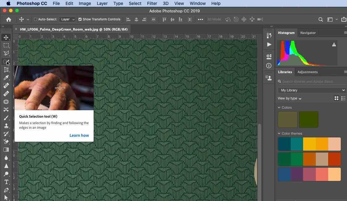Photoshop showing keyboard commands when hovering over a toolbar icon