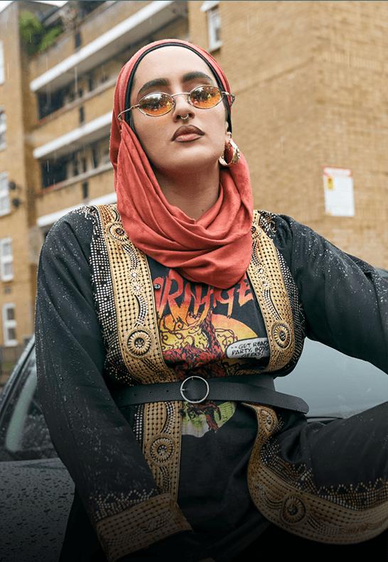We Are Lady Parts, la série événement, en exclusivité sur BrutX : découvrez Ayesha, la batteuse qui jongle entre la musique et son job de chauffeur Uber.