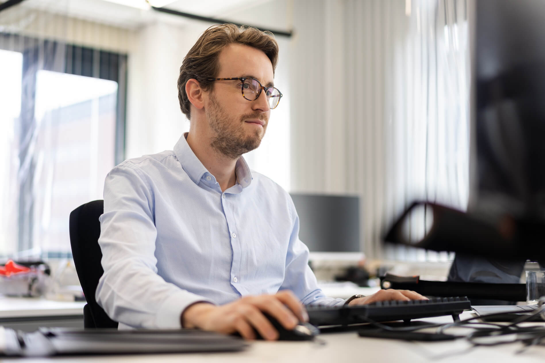 Man working with glasses at Heliox office