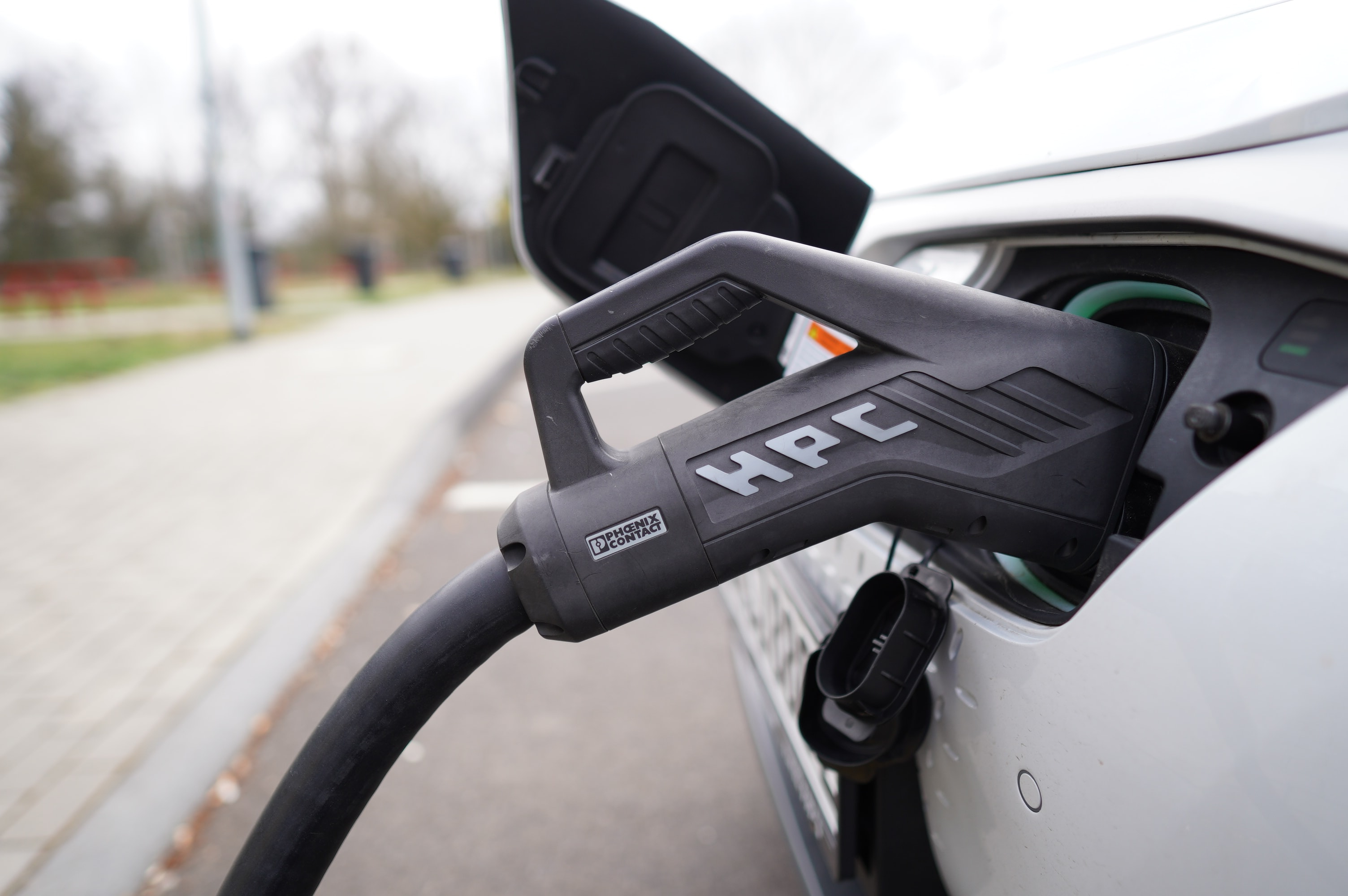 Liquid cooling rapid chargers - how does it work?