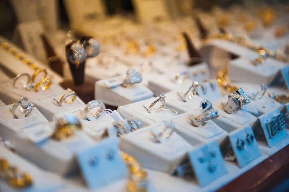 Saiba como evitar que o fornecedor atrase a entrega das suas joias