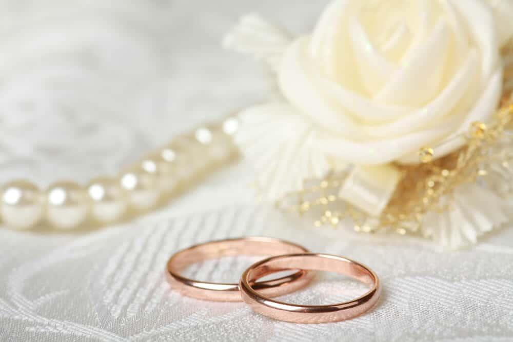 Alianças em ouro rosé: a tendência no setor de joalheria