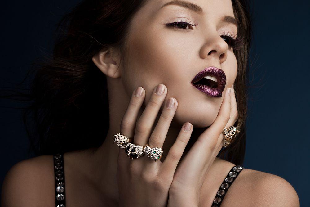 Sobreposição de peças: como combinar joias sem exagero?