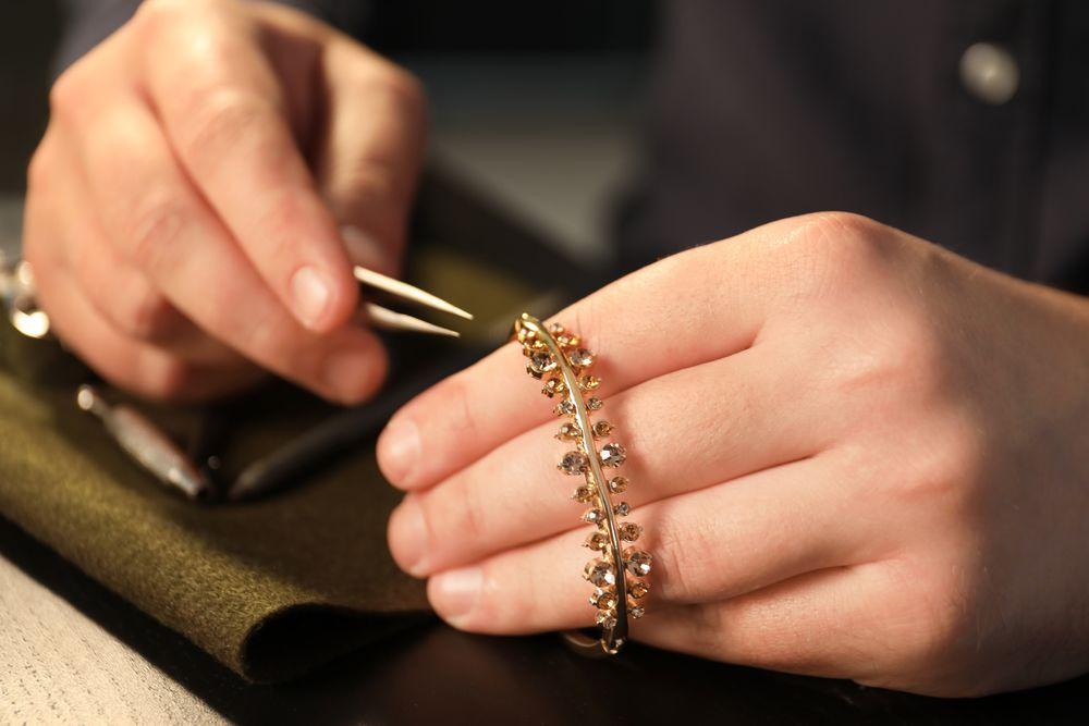 Como funciona o processo de fabricação de joias?