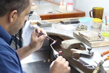 Vantagens de escolher uma fábrica de joias para produzir as peças da sua joalheria