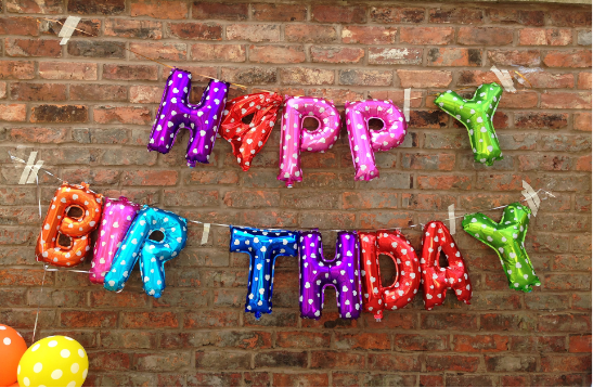 Kleurrijke happy birthday slinger