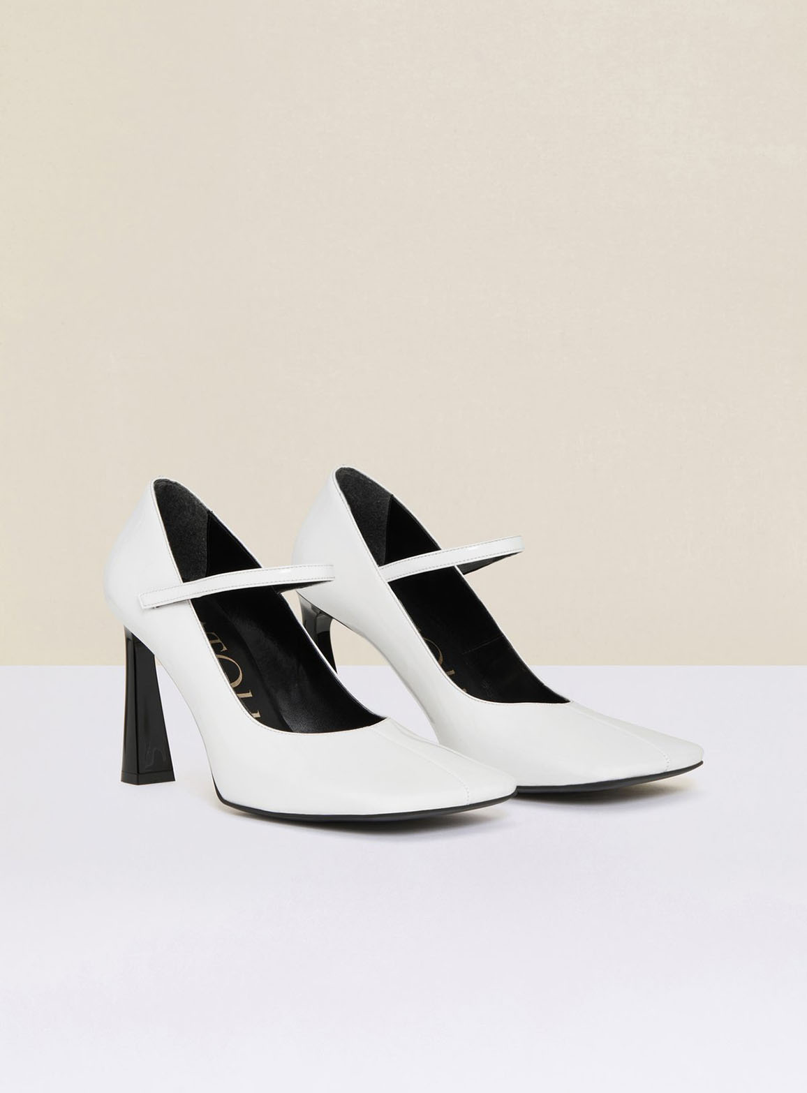 Mary Jane pumps in faux patent leather