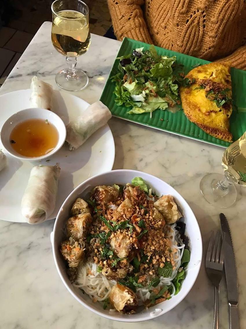 Photo du restaurant Le Petit Grain à Lyon Bo Bun et rouleaux de printemps