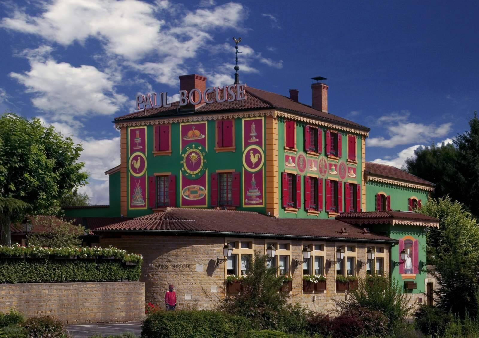 L'Auberge du Pont-de-Collonges aurait perdu sa troisième étoile au Guide Michelin.