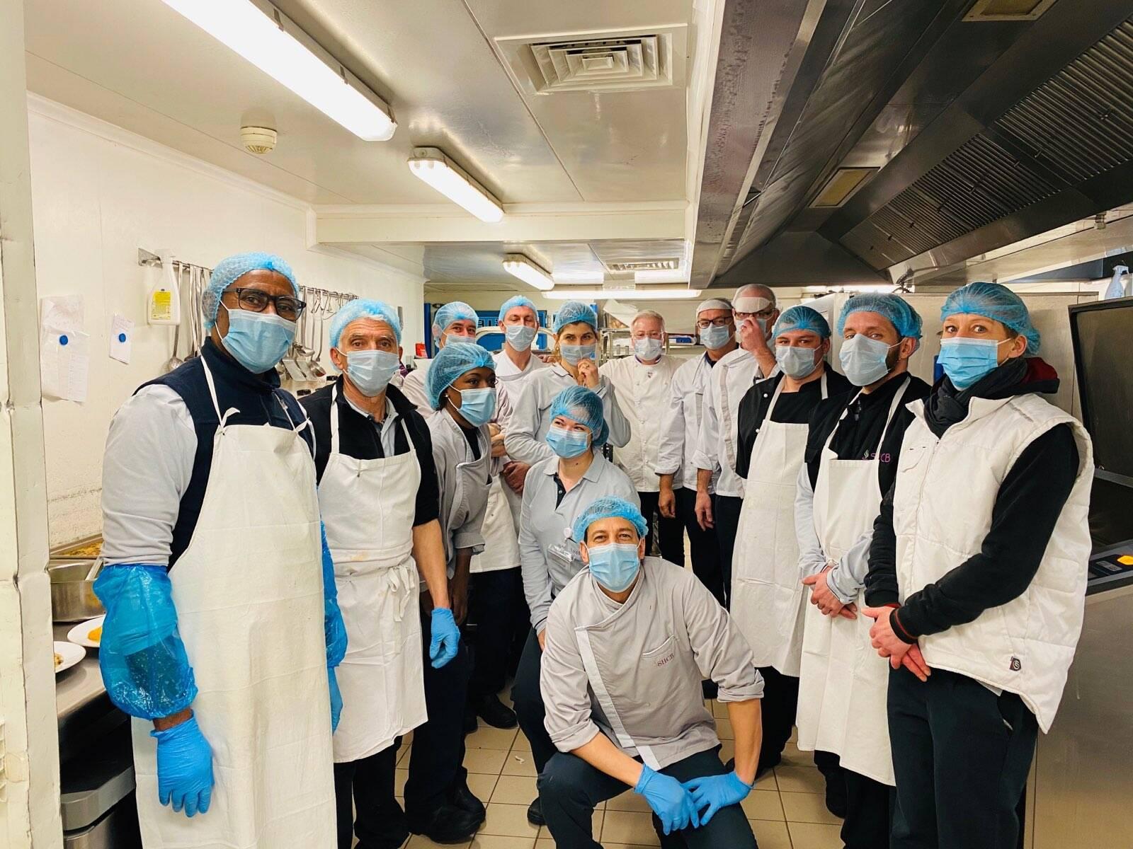 Le chef étoilé Christian Têtedoie cuisine pour les malades du centre de lutte contre le cancer