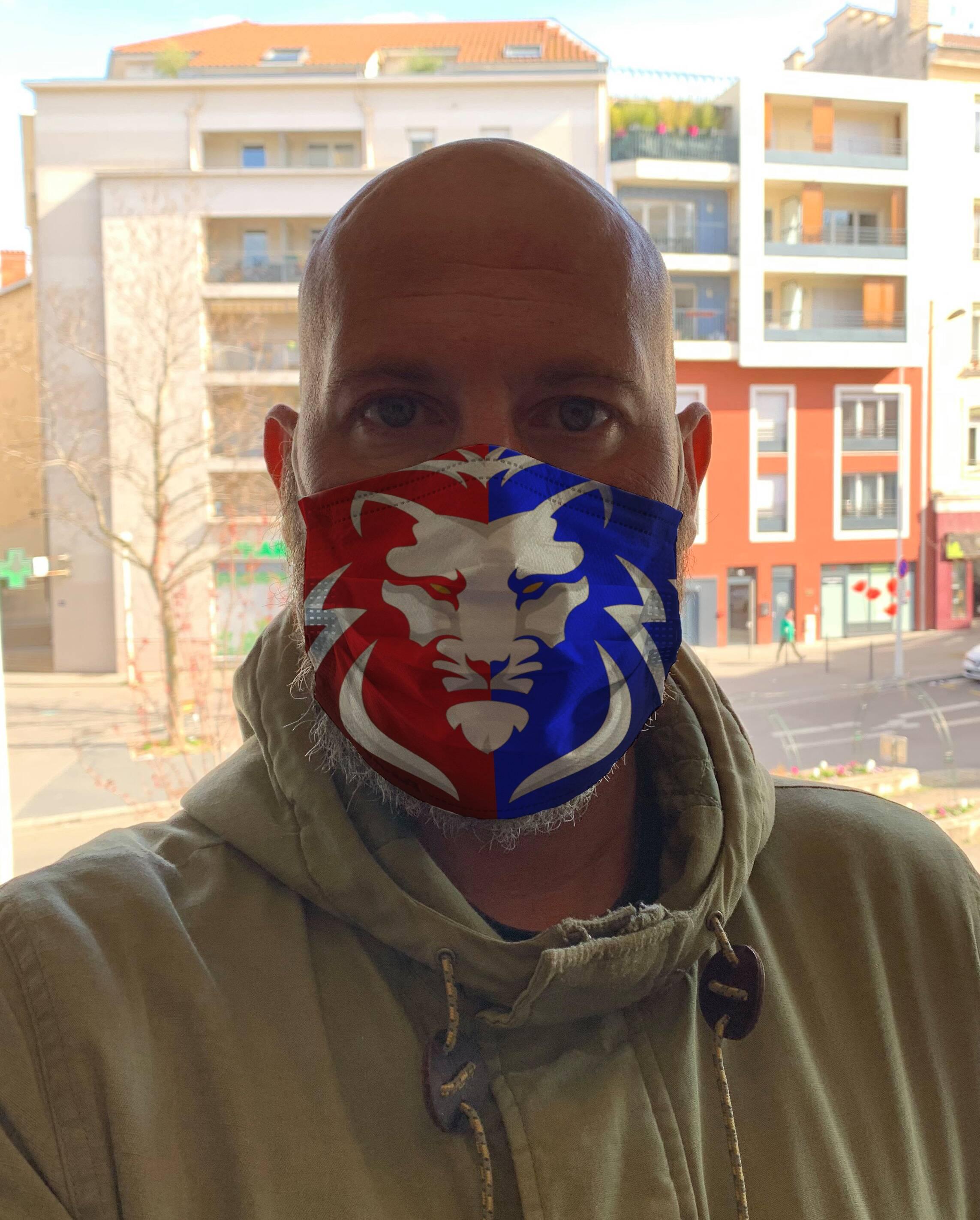 Des masques aux couleurs lyonnaises mis en vente
