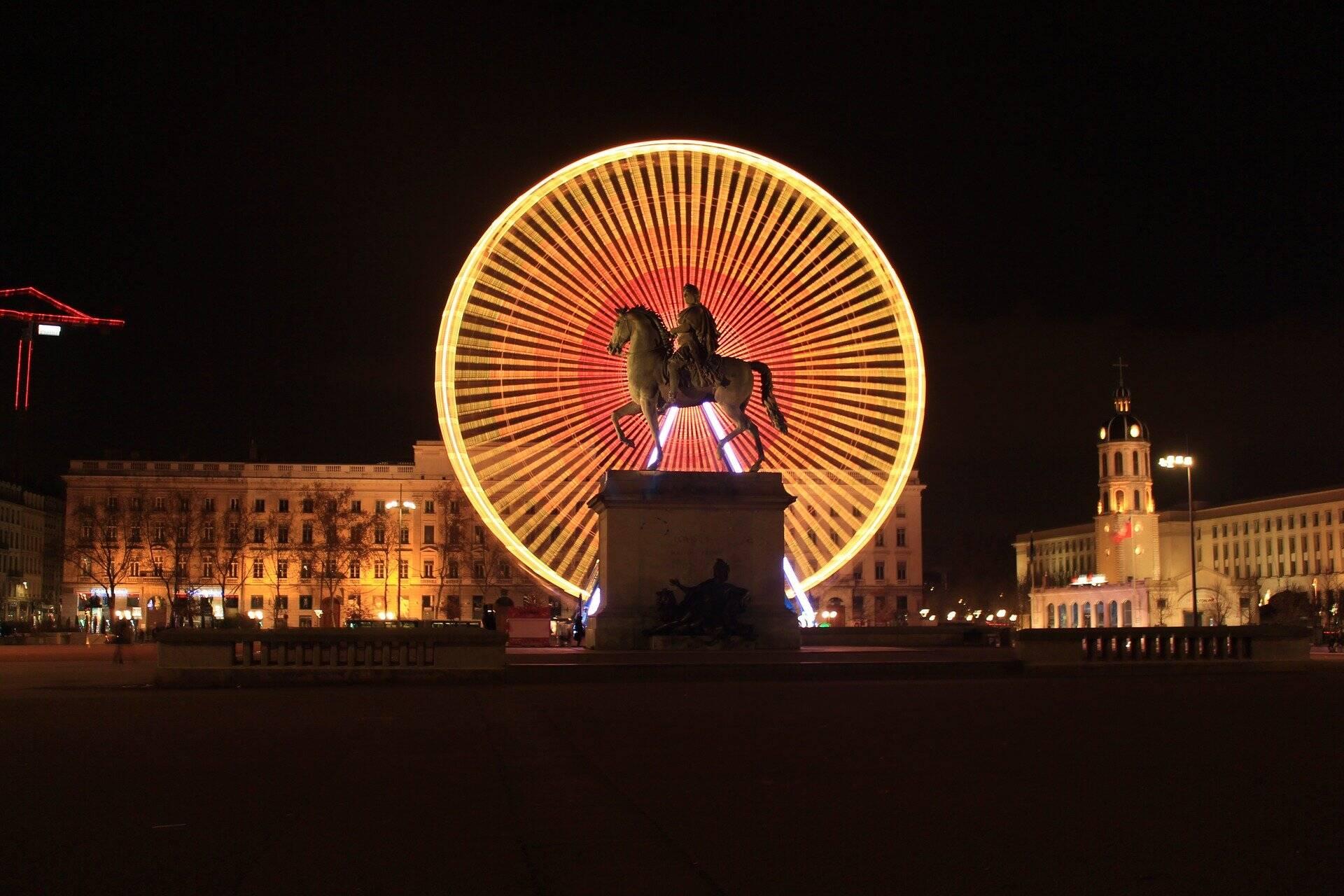 Secrets de Lyon : les Ovnis de la place Bellecour