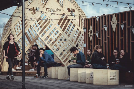 La terrasse du Sucre fait peau neuve pour sa réouverture : une nouvelle décoration signée Carlsberg