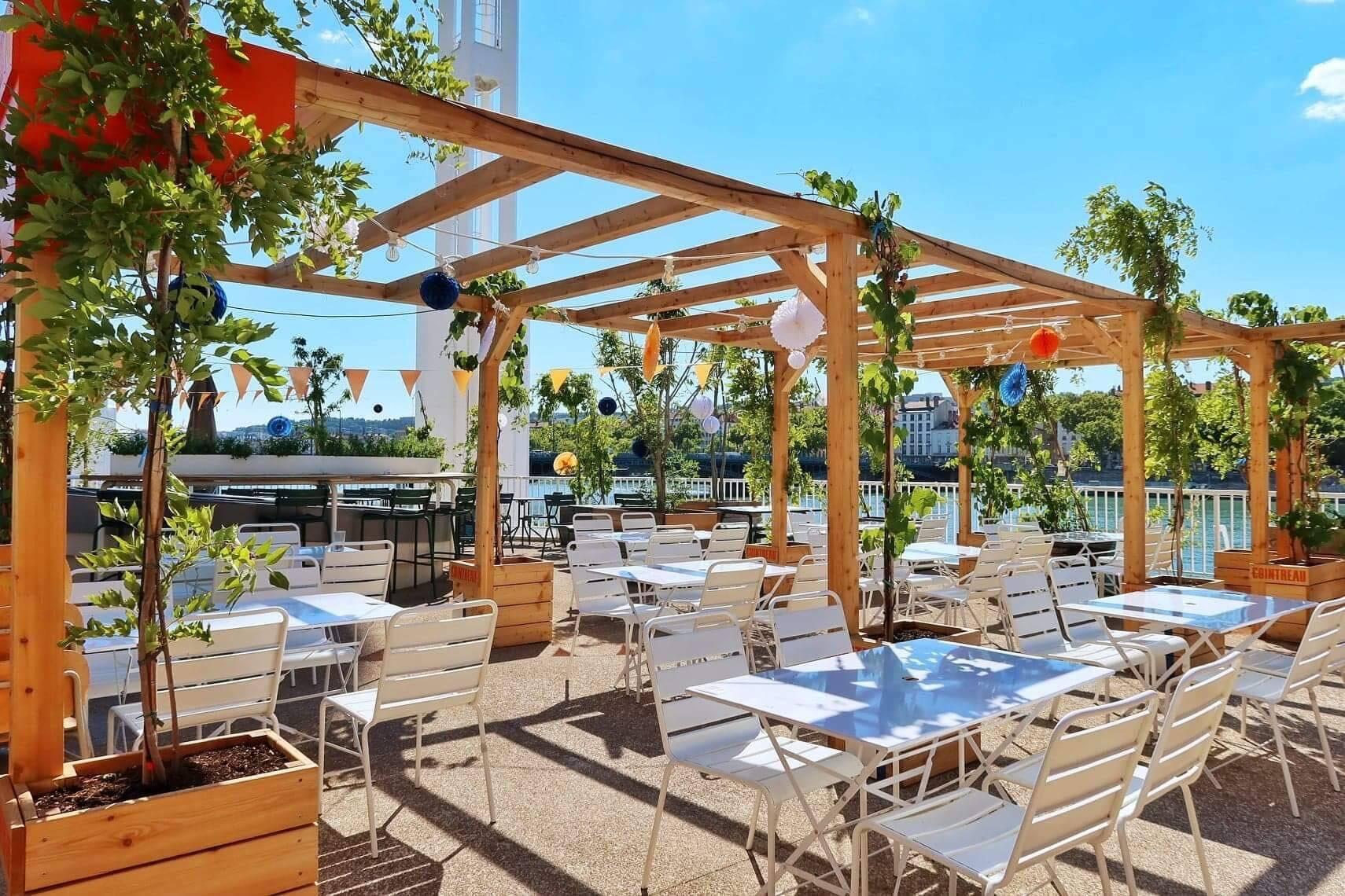 Pistache : la terrasse au bord des quais du Rhône à ne pas manquer cet été