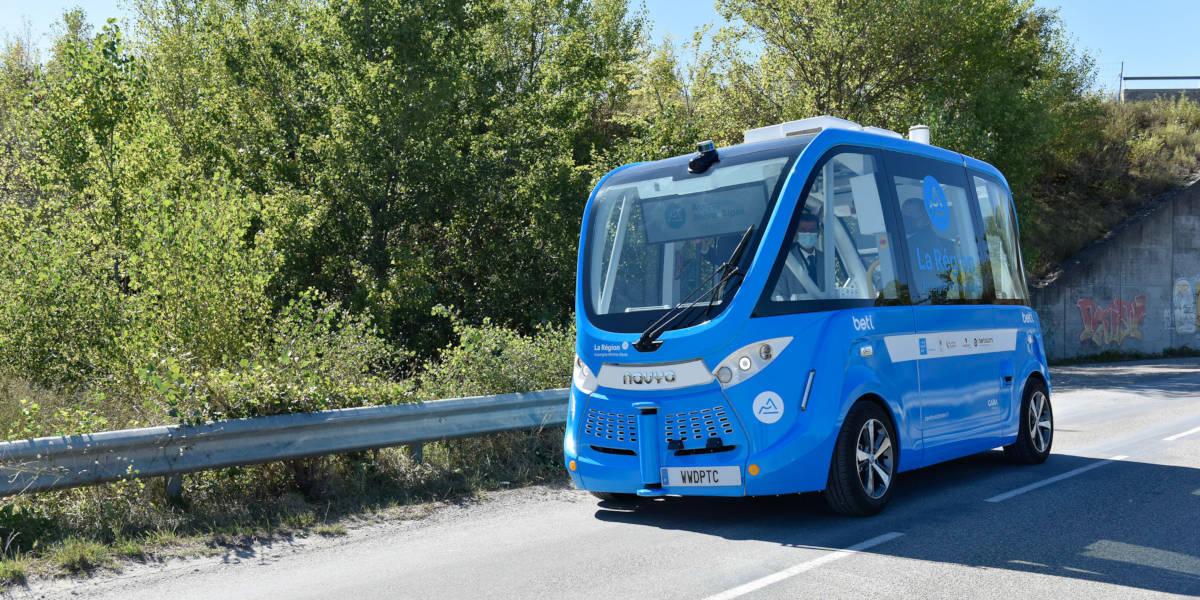 Innovation autour de Lyon : la première navette autonome débarque dans la Drôme !
