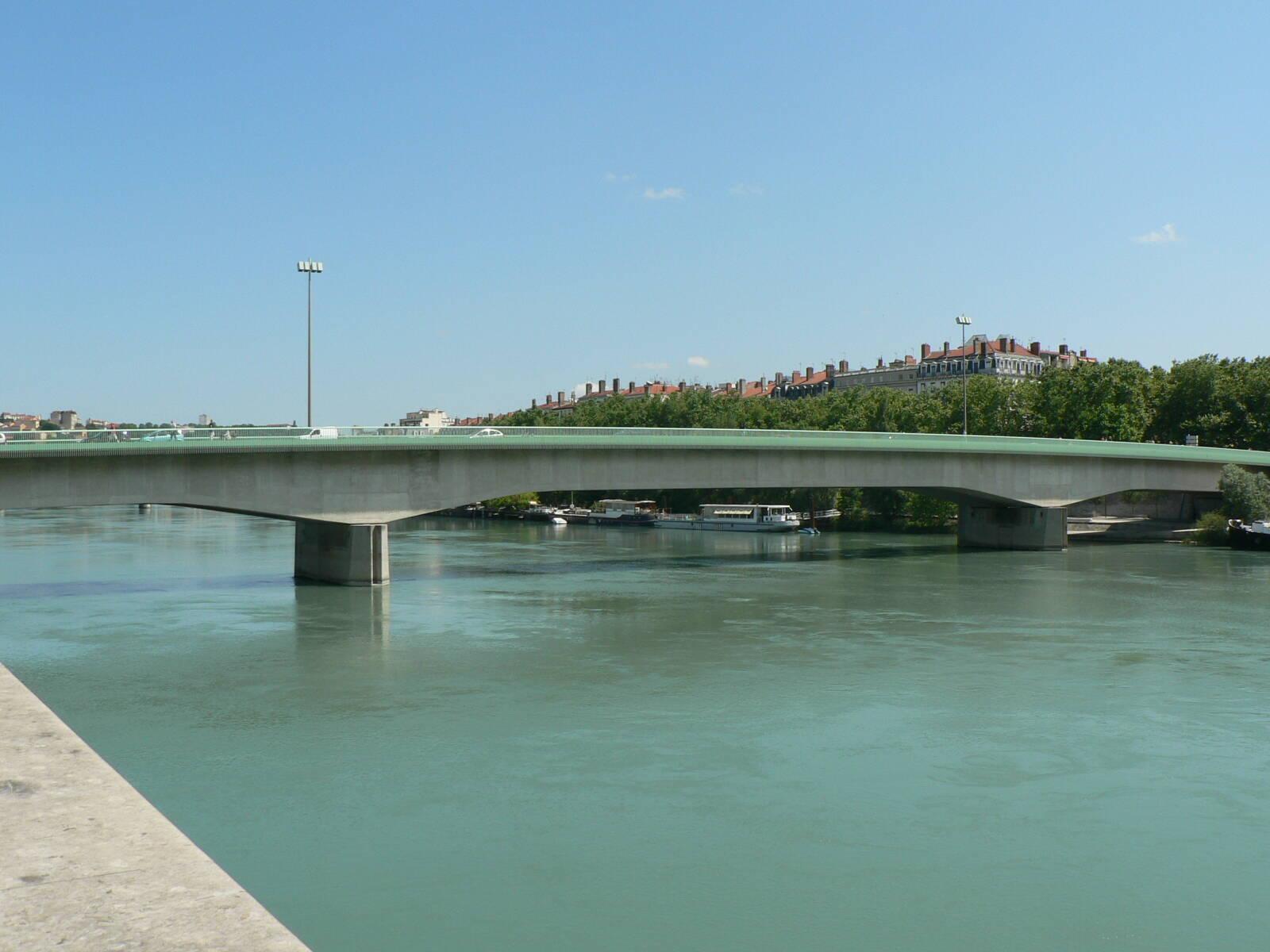 Le saviez-vous ? La ligne A du métro traverse le Rhône à l'intérieur d'un pont !