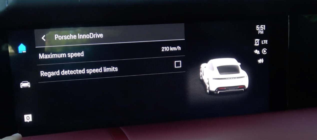 Screen displaying the maximum speed with the option to detect speed limit