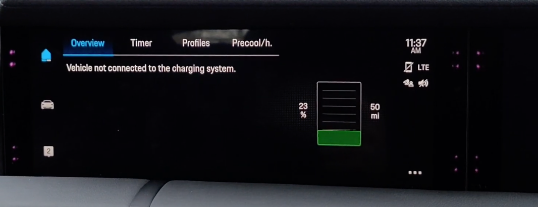 Screen indicating wether or not the vehicle is connected to a charging system