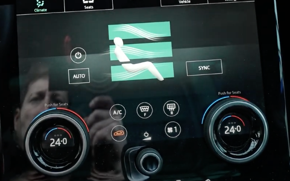 Adjusting the temperature through digital and physical buttons
