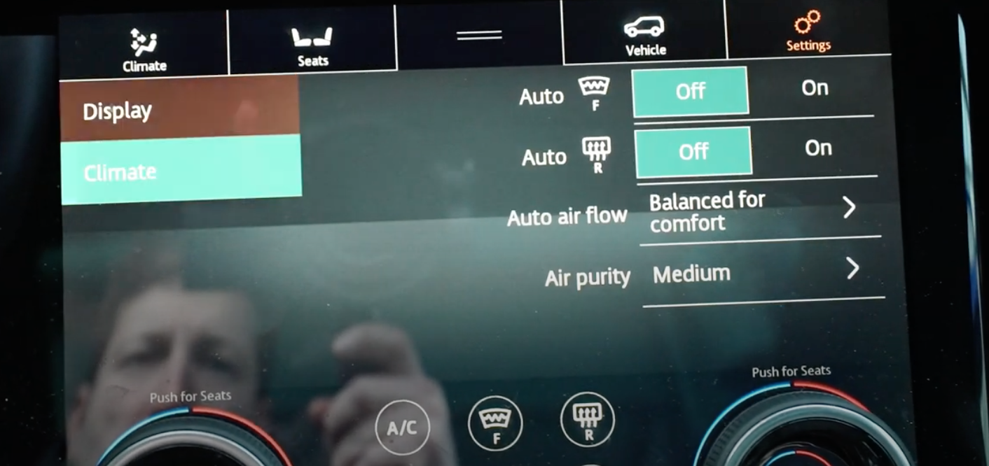 Adjusting the climate settings, the air flow and purity through digital and physical buttons