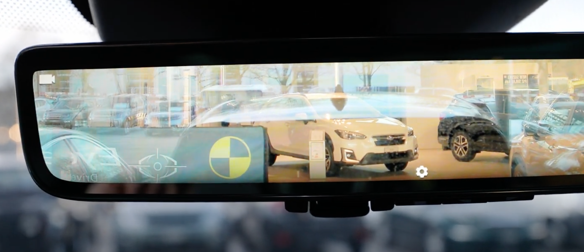 Rearview camera's content displayed on the rearview mirror