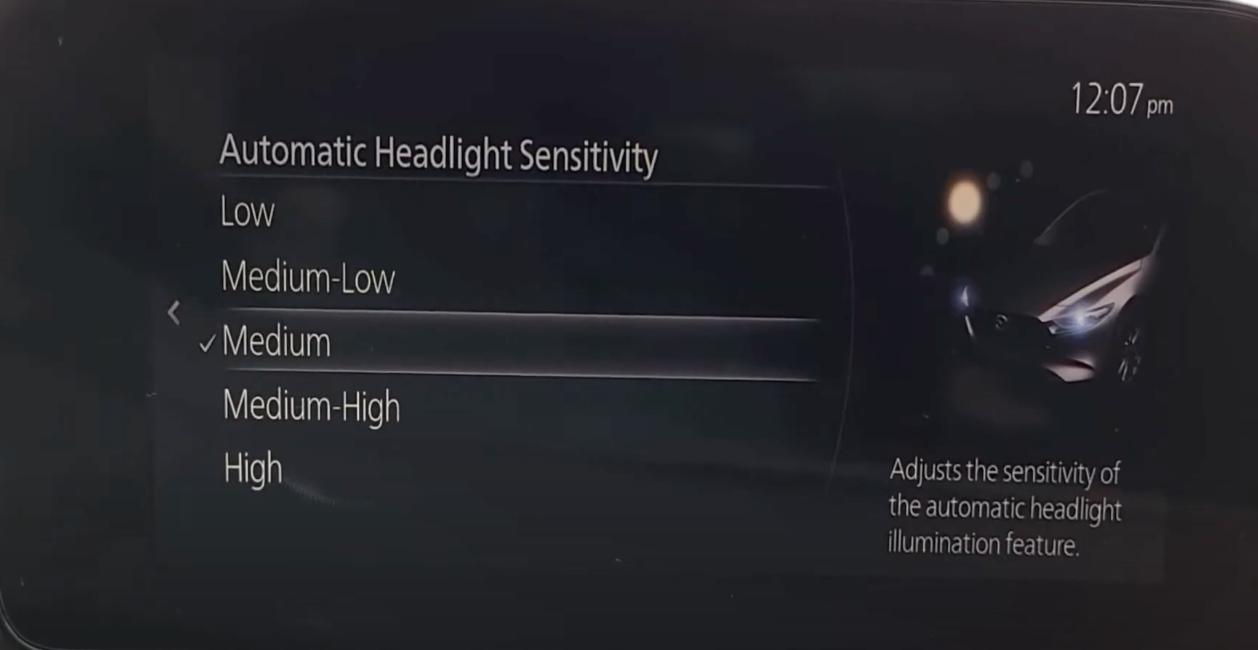 Adjusting the automatic headlight sensitivity