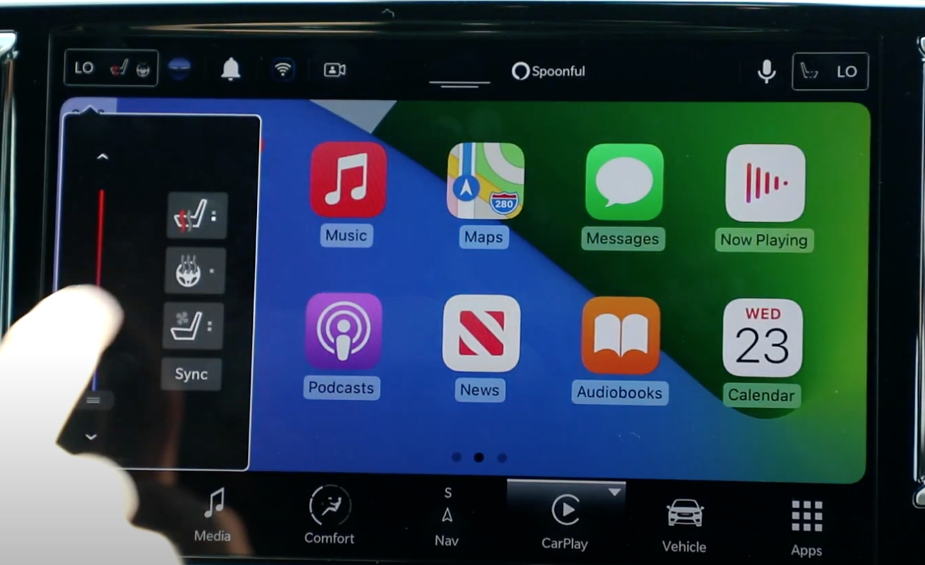 Adjusting the seat heating while Apple Carplay is running from a side menu