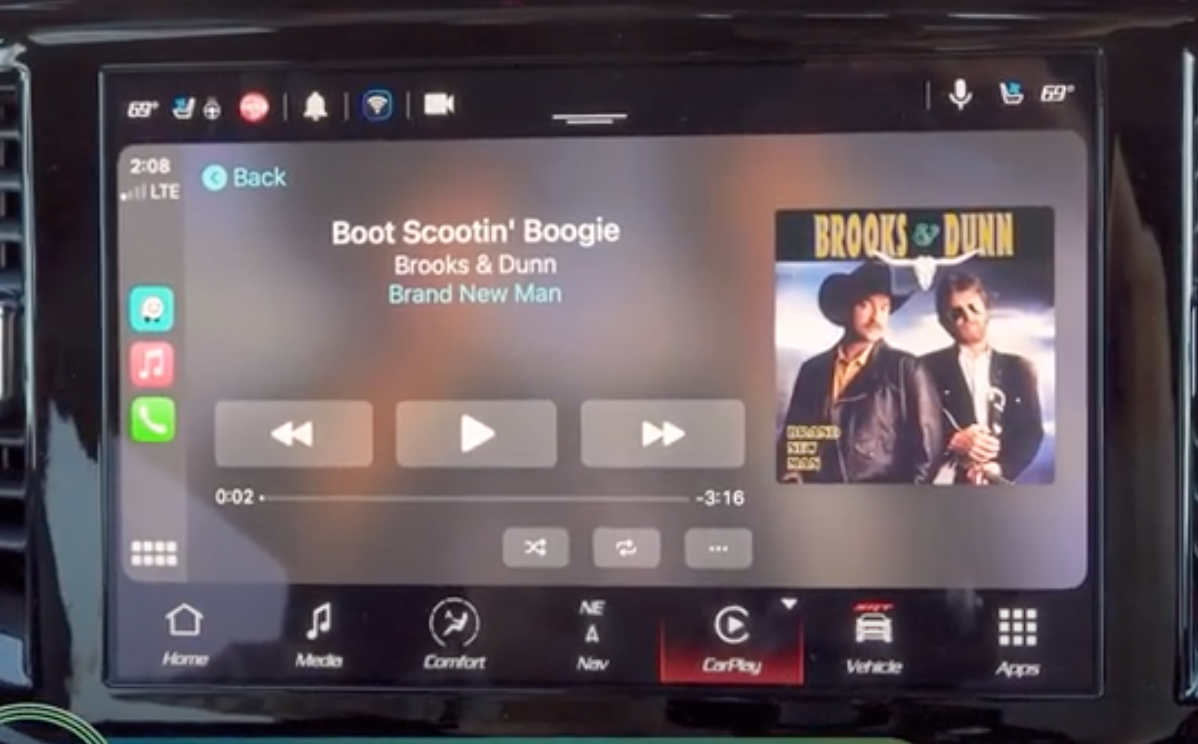 How to Apple Carplay music player looks on the infotainment display