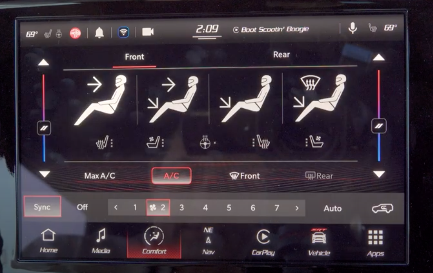Adjusting the climate settings and air flow with digital buttons