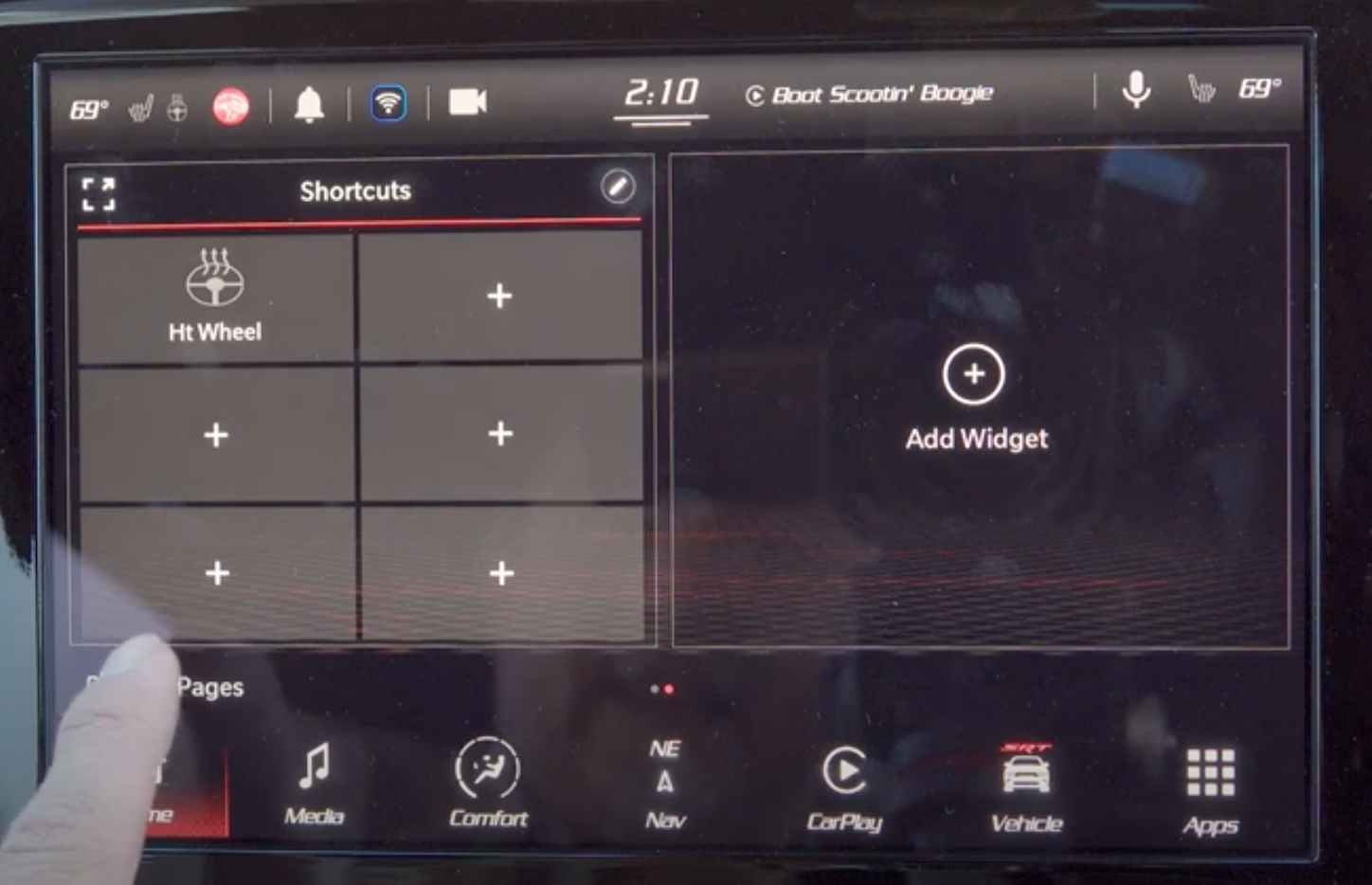 Adding shortcuts and widgets to the home page of the infotainment display