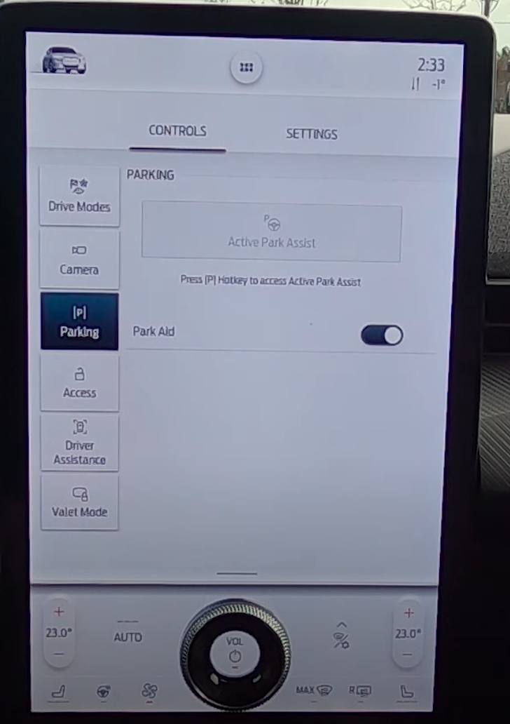 Driver assistance settings for parking, turning park aid on and off