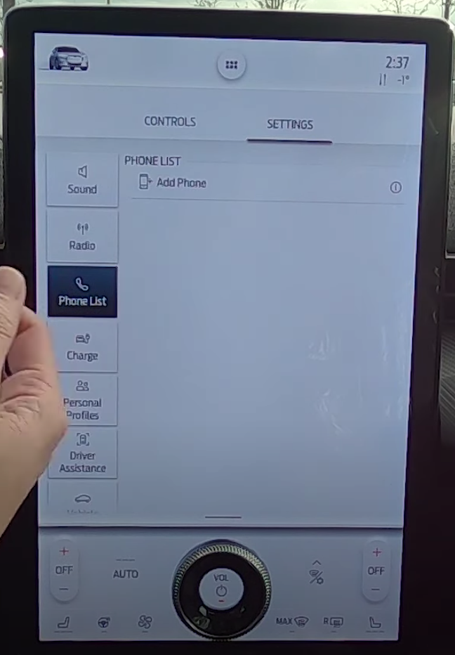 Device manager with a list of phones added onto the vehicle