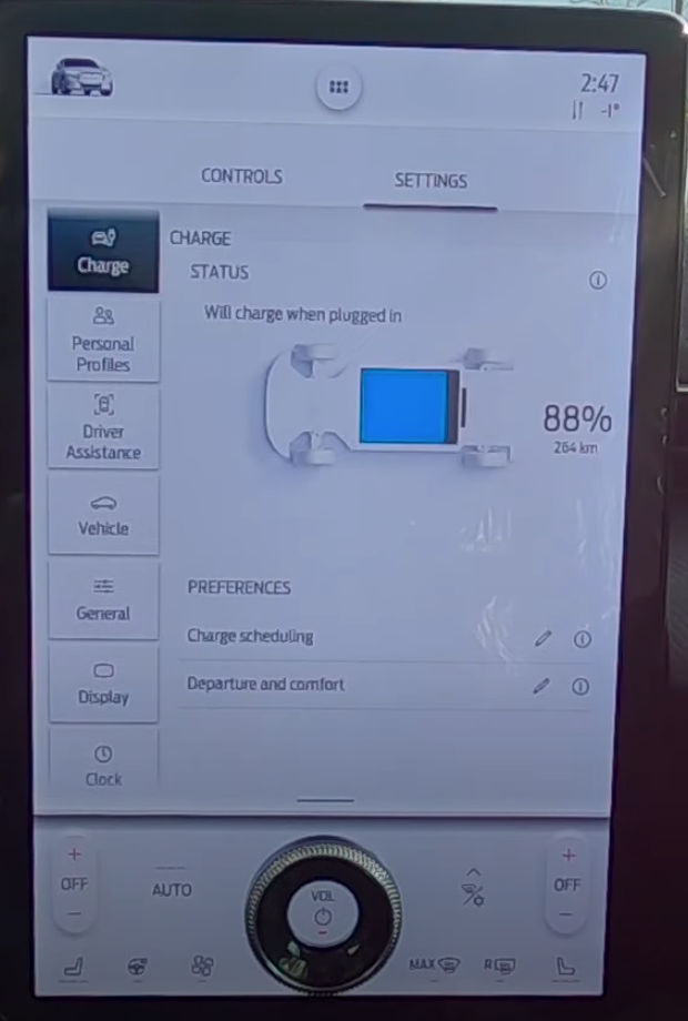Status of a car's charging level with an illustration of a car and a battery bar