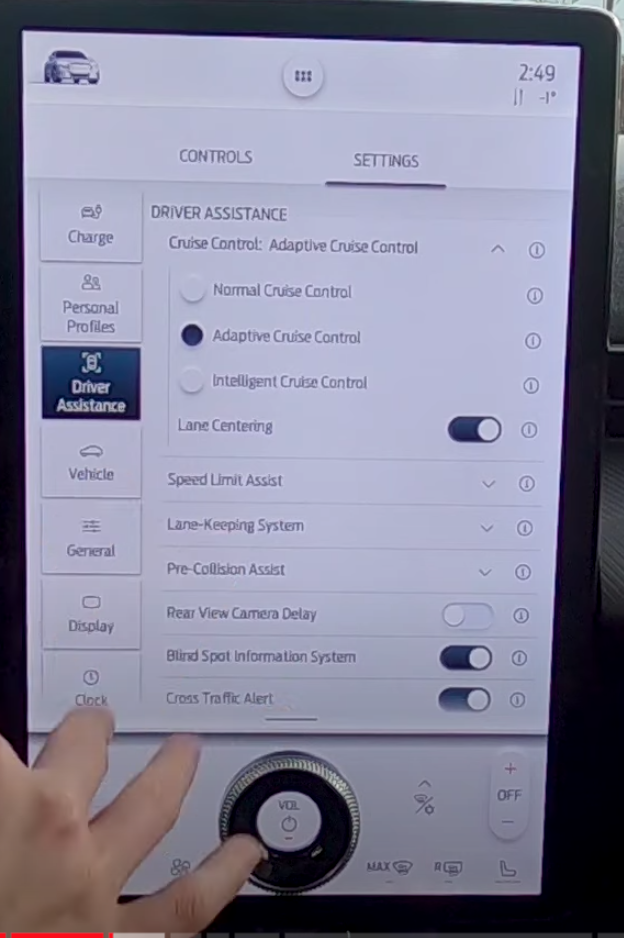 Settings for the cruise control under driver assistance
