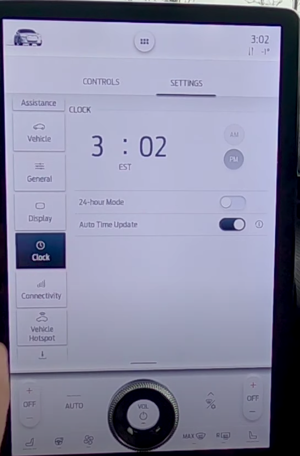 Clock settings with the option PM, AM and turning on 24 hour mode or auto time update