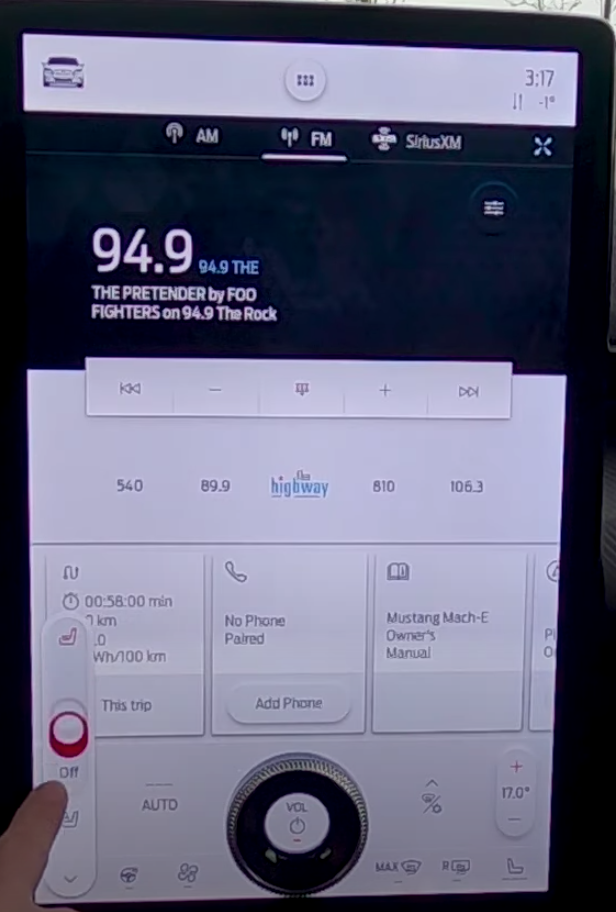 Adjusting the seat temperature from a sliding bar on the side of the home screen