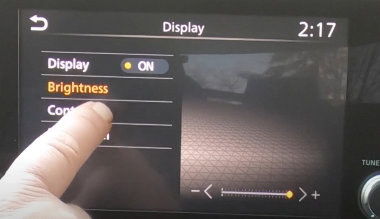 Adjusting the brightness settings of the infotainment screen through a slider