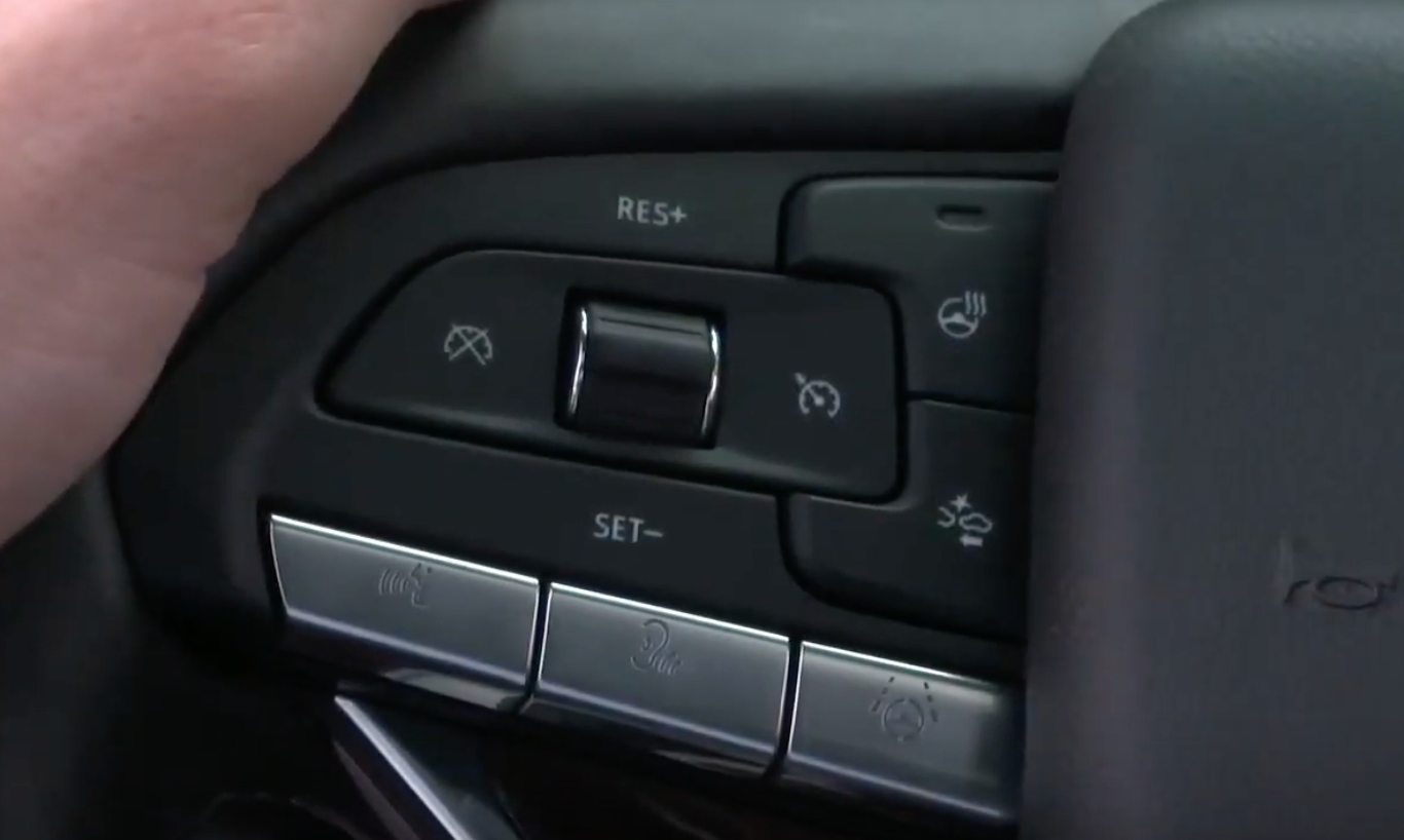 Buttons on the steering wheel such as shortcuts or turning on the voice assistant