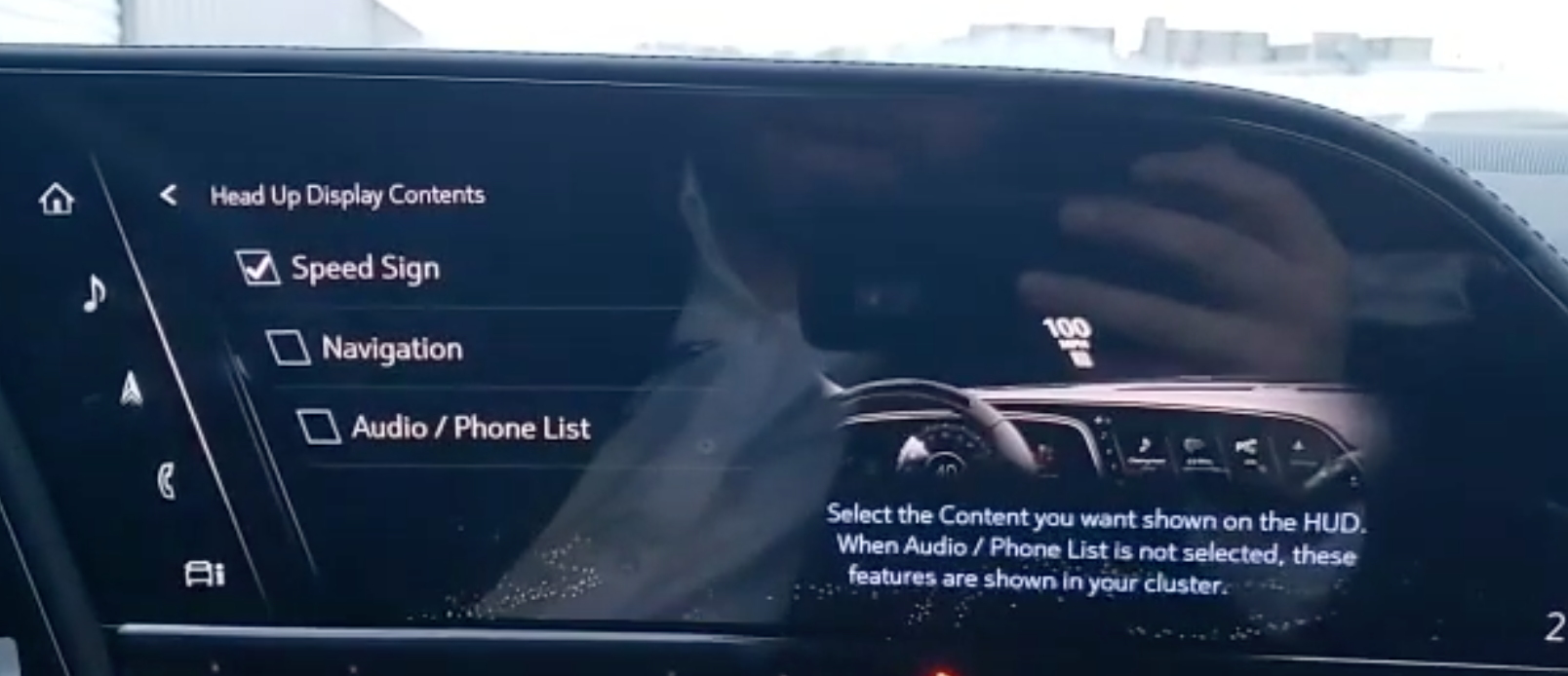 Adjusting the contents that are displayed on the heads-up display through ticking check boxes