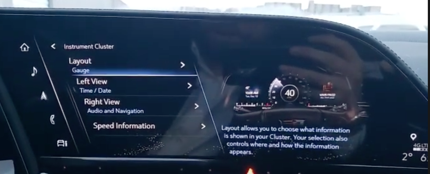 Turning on or off rear climate status when radio is playing
