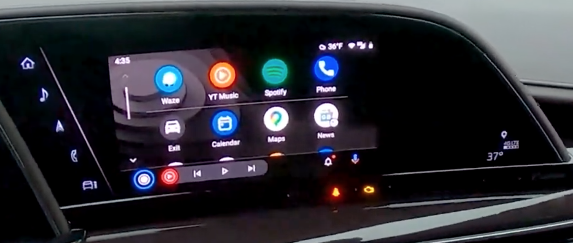 How the Android Auto interface looks on the infotainment screen
