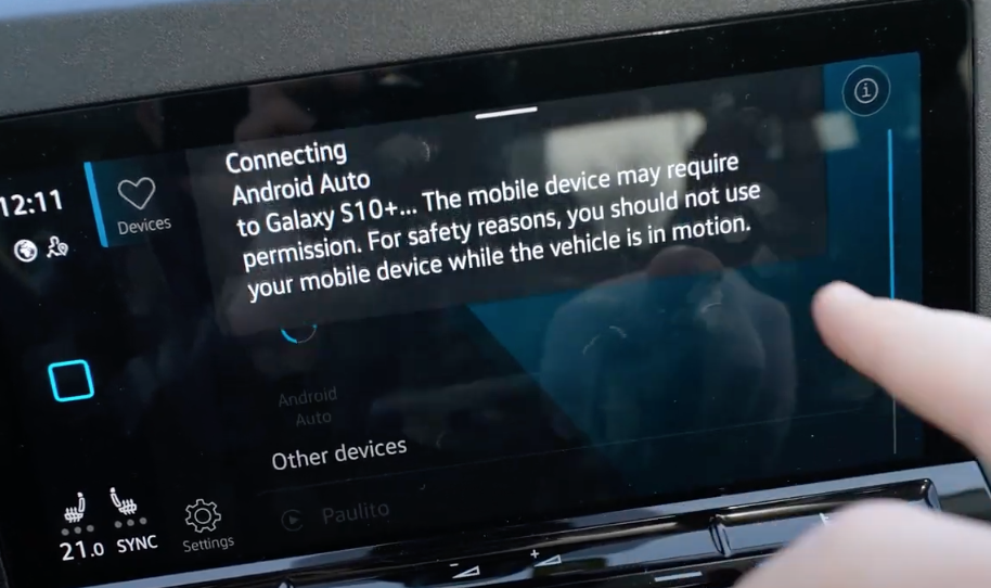 Info letting a user know that their vehicle is currently connecting to Android Auto