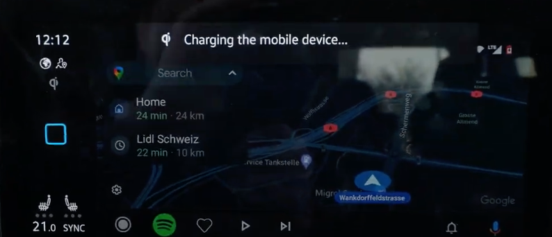 How the Android Auto interface looks on the infotainment screen and a notification to inform a user that their smartphone is charging