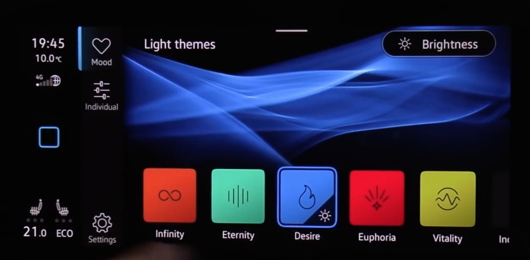 Choosing the light theme for the interior lights from various colors