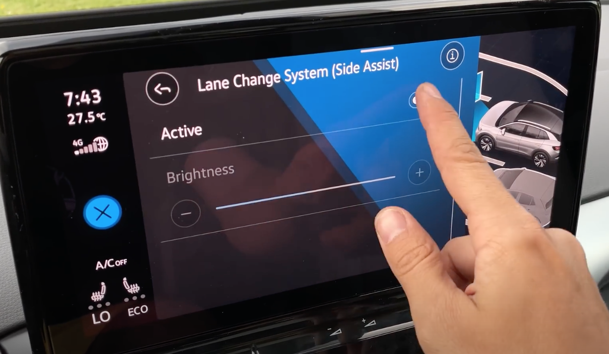 Adjusting the driver assistance settings for the lane change systems, for example turning lane keeping systems on and off