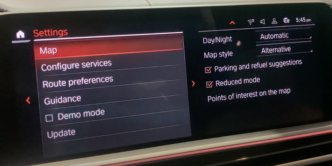 A list of navigation settings on the left and map settings such as day/night mode on the right