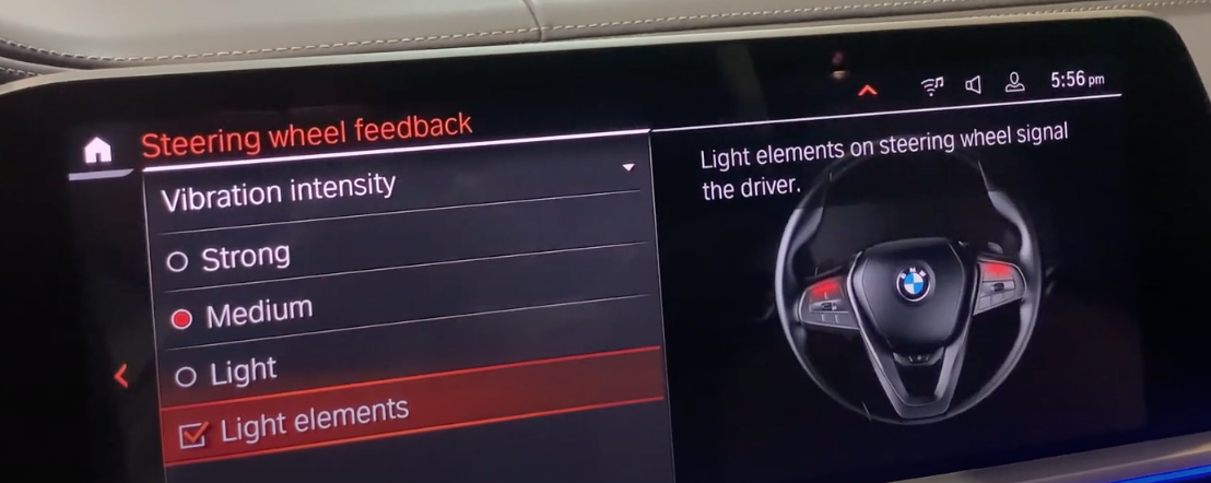 Turning on and off light feedback on the steering wheel to signal the driver