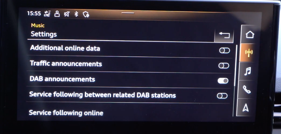 Turning on and off traffic or DAB announcements through toggles