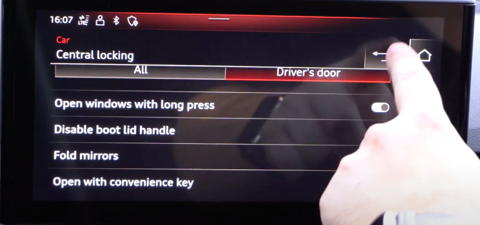 Turning on and off mirror settings through toggles such as folding and opening